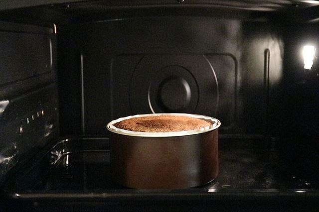スポンジケーキ焼き上がり