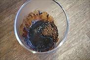電子レンジで加熱したコーヒーと熱湯