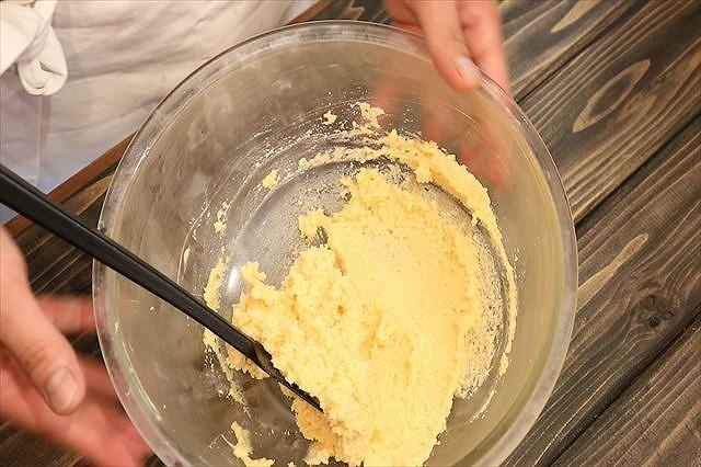 アーモンドクリームがなめらかになった状態