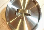 鍋の蓋をして常温に置いておく
