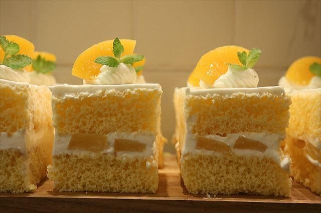 黄桃ショートケーキ完成