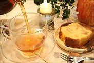 りんごのパウンドケーキと紅茶