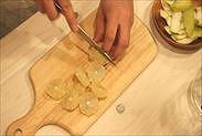 レモンの果肉は約1㎝に輪切りにする