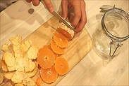 みかんの果肉を約1㎝に輪切りにする