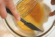 ボウルについた卵黄を綺麗にする