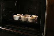 クレームブリュレを湯煎焼きする