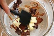 チョコとバターを溶かす