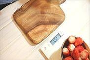 いちごの果肉の重さを量る