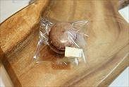 チョコレートマカロンをラッピング