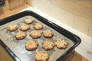 焼きあがったクッキーを冷ます