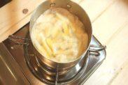 文旦(ぶんたん)の皮をシロップで煮込む