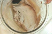 チョコアーモンドクリームを混ぜる