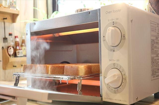 パンをトーストする
