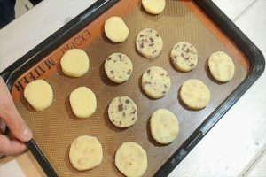 クッキーを天板に並べる