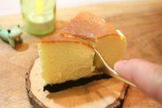 ニューヨークチーズケーキを食べる