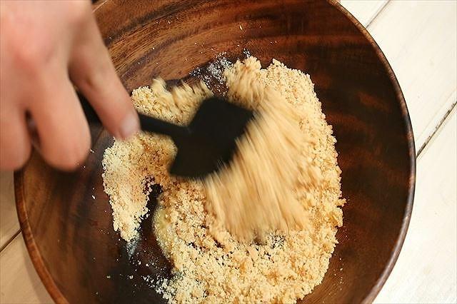 グラハムクッキーを混ぜる