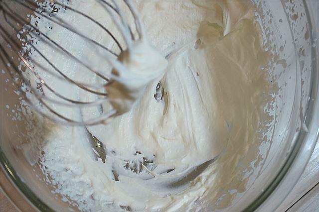 純生クリームを泡立てる