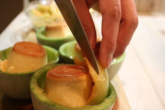 メロンの果肉を飾る