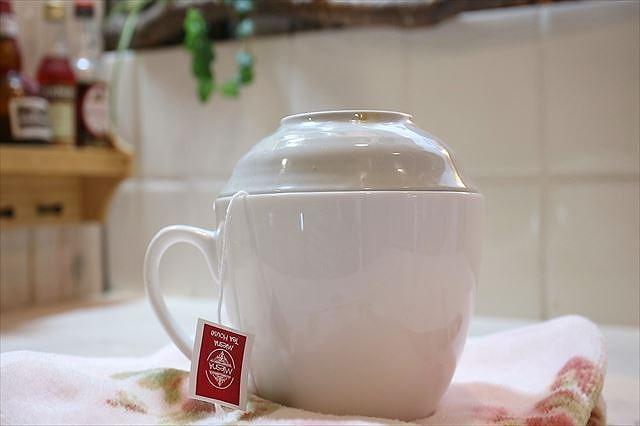 紅茶を蒸らし抽出する