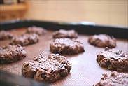 焼けたココナッツオイル☆チョコチップクッキーを冷ます