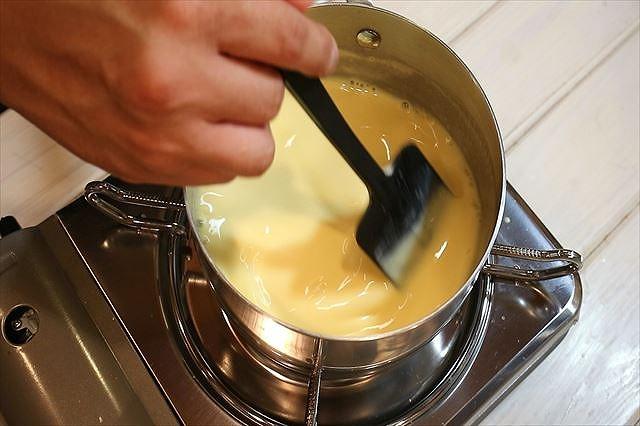 アングレーズソースを炊く