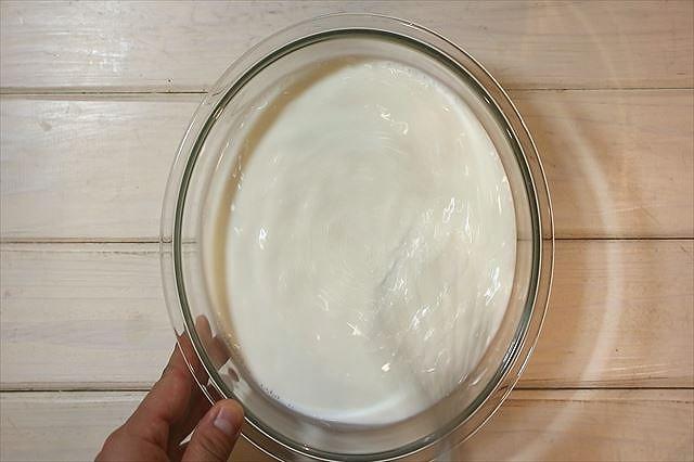 牛乳を加え混ぜ合わす
