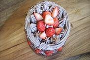 苺を飾りつける
