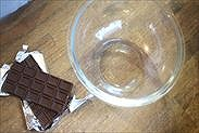板チョコの包装を剥がした状態