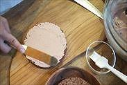 生チョコクリームを薄く塗る
