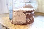生チョコクリームを側面に下塗りする