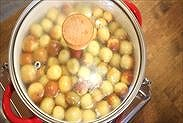 なつめ(棗)を熱湯でコトコト煮る