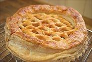 焼きあがったアップルパイを冷ます