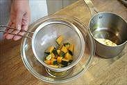 かぼちゃの甘煮のシロップをきる