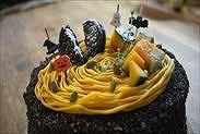 かぼちゃのハロウィンショートケーキにデコレーションする