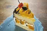 カットしたかぼちゃのハロウィンショートケーキ
