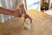 粉ゼラチンと水を混ぜ合わす