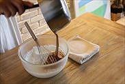 残りの生クリームにチョコレートムースを加える