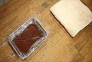 生チョコに密着するようにラップをする