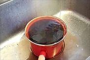 水を鍋肌にあてて冷ます