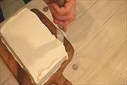 2段目の表面と側面にクレームシャンティを塗る
