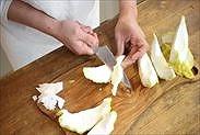 柚子の白い部分をカットする