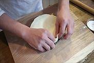 練りパイ生地(パートブリゼ)をタルト型に敷く