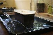 天板にお湯を注ぎ入れる