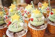 カップケーキで簡単クリスマスツリーケーキ完成