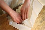 型に焼き紙を敷く