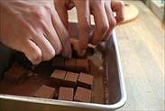 生チョコを1粒ずつバラバラにする