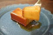 クリームチーズプリンを食べる