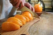 オレンジを8分の1カットする