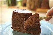 天使のチョコレートスフレケーキを食べる