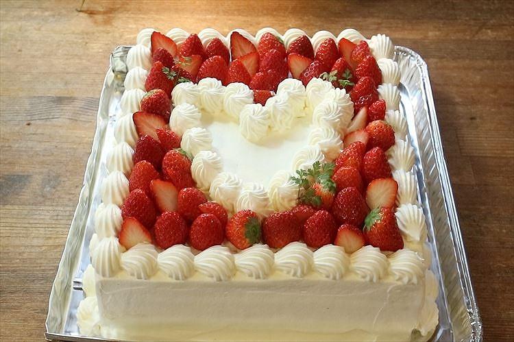 苺のスクエアデコレーションケーキできあがり